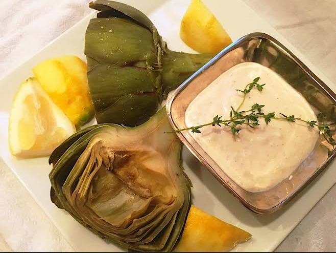 Artichokes with greek yogurt sauce